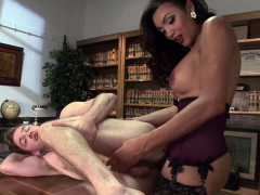 Boss sucks man rod to shemale secretary