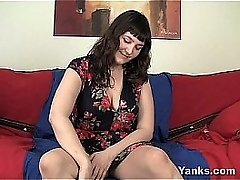 Pock-marked BBW Particulate Toying Her Hairy Quim