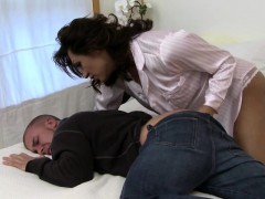 TS Jessy Dubai fingers the brush husband anal