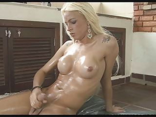 Sexy Tranny Dany De Castro Oils up and Jerks