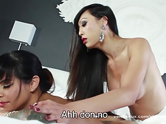 Venus Lux Gives Foxxy An Anal Massage